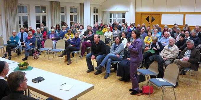 Informationstreffen zum Flüchtlingsprojekt im Kolpingsaal in Ergenzingen (Foto: Martina Lachenmaier)