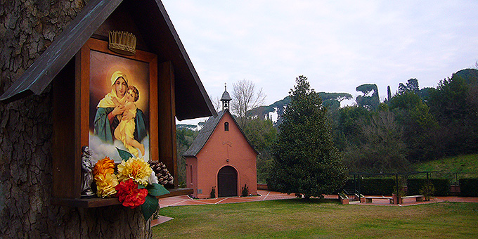 Das Cor-Ecclesiae-Heiligtum ist nur etwa 20 Minuten zu Fuß vom Vatikan entfernt (Foto: Hilser)