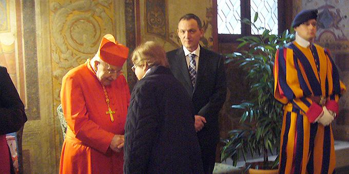 Kardinal Rauber empfängt seine Gratulanten im Apostolischen Palast im Vatican (Foto: Hilser)