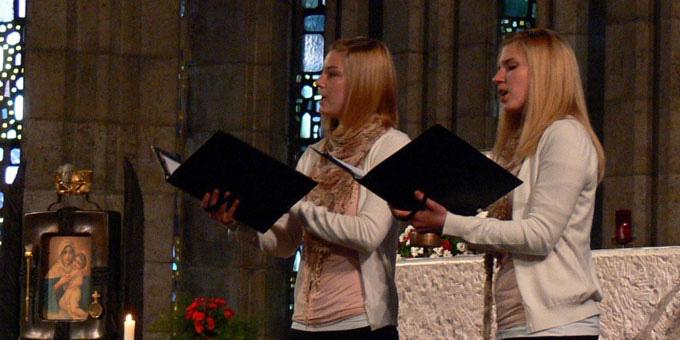 Sopranduett Elisabeth und Anne Rehfeldt bei der Geistlichen Abendmusik (Foto: Rehfeldt)