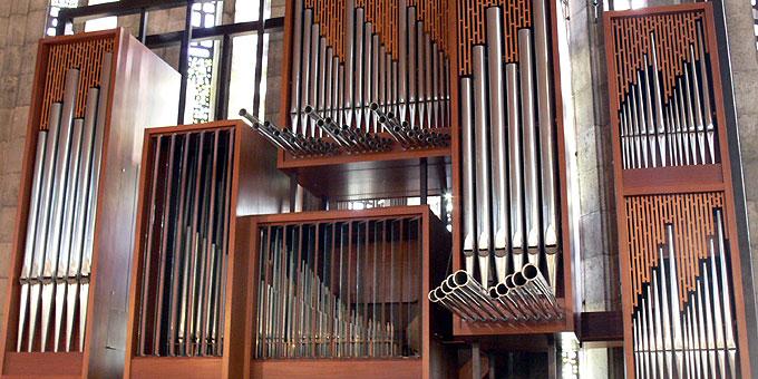 """Geistliche Abendmusik in der """"Krönungskirche"""" Liebfrauenhöhe mit ihrer Albiez-Orgel (Foto: Frenzl)"""