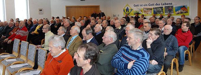 Aufmerksame Zuhörer beim Tag für Männer und Väter im Schönstatt-Zentrum Aulendorf (Foto: Näßler)