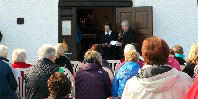 Statio zu Beginn am Vermächtnisheiligtum in Bad Salzdetfurth (Foto: Bittner)