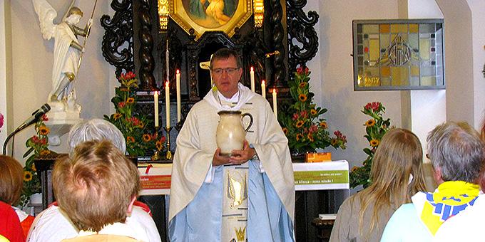 Ankommen im Heiligtum und die Gnade der Beheimatung, Wandlung und Sendung erfahren (Foto: Pilgerwege-Schoenstatt)