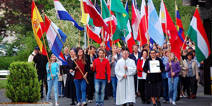 Internationale Prozession zum Urheiligtum (Foto: Brehm)
