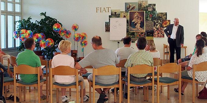 Vortrag von Pfr. Georg Egle bei der Familienferientagung (Foto: Bay)
