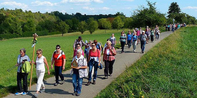 Gut 70 Personen waren in der Pilgergruppe gemeinsam unterwegs (Foto: Steiner)