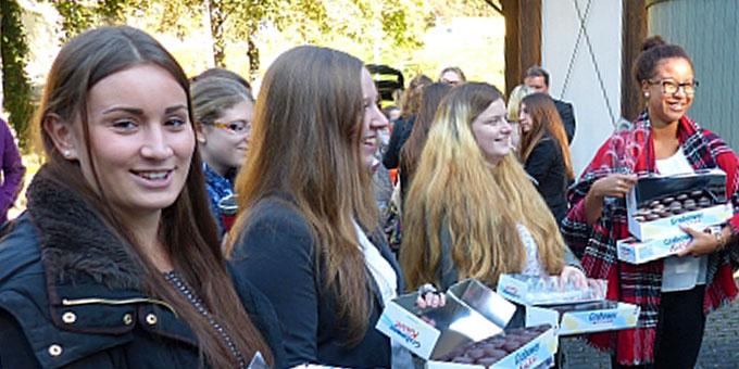 Schülerinnen der Schönstätter-Marienschule nach dem Festgottesdienst (Foto: SMS)