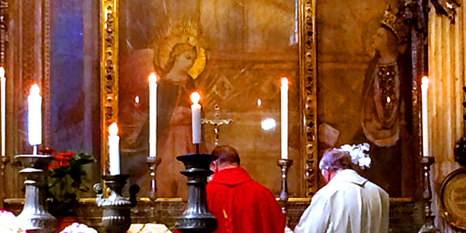 """Gottesdienst am Verkündigungsaltar in der Kirche """"Santissima Annunziata"""" in Florenz (Foto: Brantzen)"""