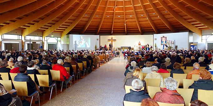 Der Kirchenraum ist der Arbeitsplatz des Sakristans - hier die Pilgerkirche in Schönstatt (Foto: Pilgerzentrale)