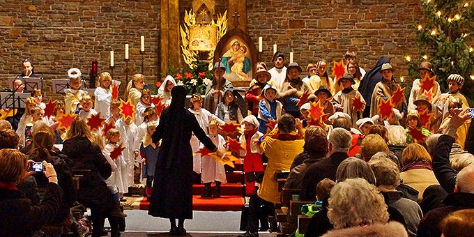 Ein Anziehungspunkt für Kinder, Eltern und Großeltern: 10 Minuten an der Krippe in der Anbetungskirche in Vallendar (Foto: Pilgerzentrale)