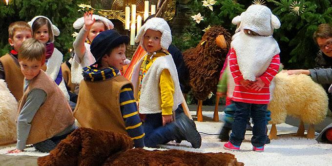 Kinder gestalten bei den 10 Minuten an der Krippe mit (Foto: Pilgerzentrale)