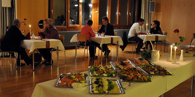 Atmosphäre als Sprach-Helferin beim Candlelight-Evening (Foto: SAL)