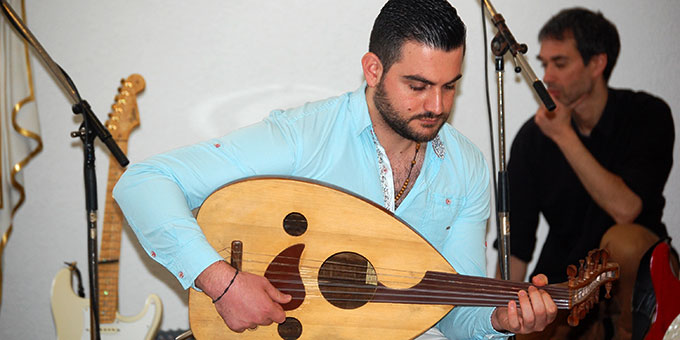Wissam Mawas, aus Damaskus, Syrien, gestaltet den Maiempfang mit (Foto: Brehm)