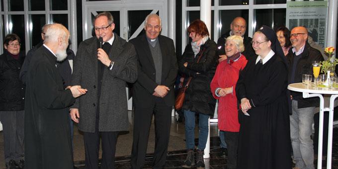 Stehempfang mit Dankesreden für Pater Ritter (Foto: Klink)