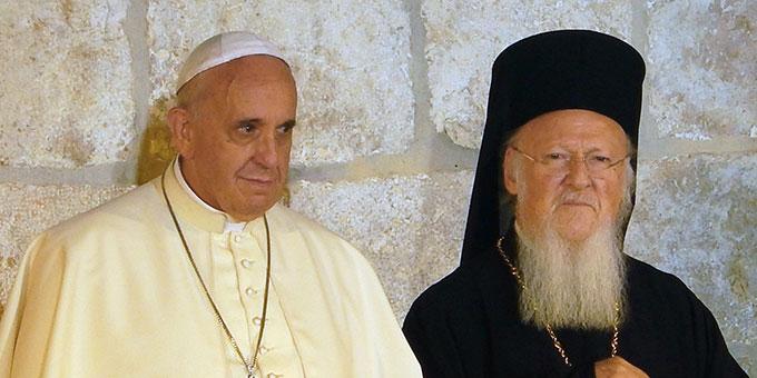 Papst Franziskus und Patriarch Bartholomäus I bei einem Treffen in Jerusalem (Foto: Nir Hason)