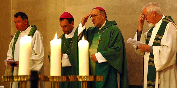 Pater Otto Amberger, Weihbischof Herwig Gössl, Bischof Wolfgang Ipolt, Pater Elmar Busse (v.l.) (Foto: Brehm)