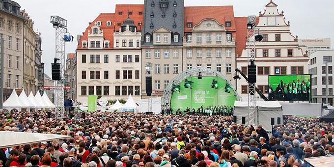 Zentrale Eröffnungsveranstaltung des Katholikentages auf dem Marktplatz in Leipzig (Foto: Deutscher Katholikentag, Benedikt Plesker)