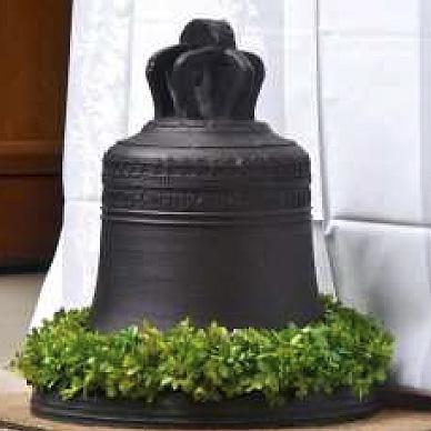 Die Glocke ist wieder fest an ihrem Platz im Wintroper Kapellchen (Foto: privat)