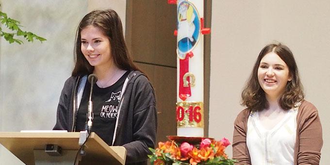 Schülerinnen der Schönstätter Marienschule in der Pilgerkirche in Vallendar (Foto: Stienemeier)