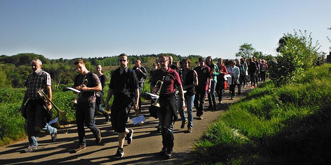 Pilger aus Ransbach-Baumbach erreichen Berg Schönstatt (Foto: Herter)