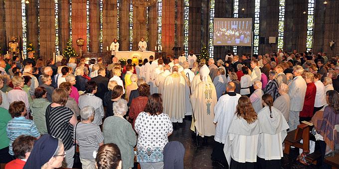 Festmesse in der gefüllten Krönungskirche mit Weihbischof Dr. Johannes Kreidler (Foto: Baumann)