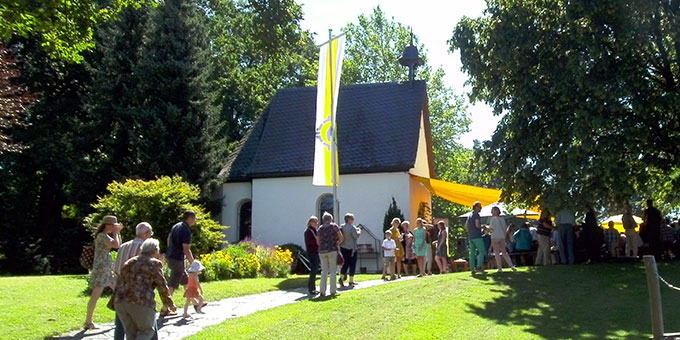 Festgottesdienst vor dem Schönstattheiligtum (Foto: Gebhard Geray)