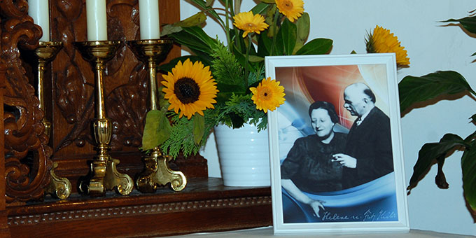 Ein Foto von Helene und Fritz Kühr im Heiligtum der Familien (Foto: Brehm)