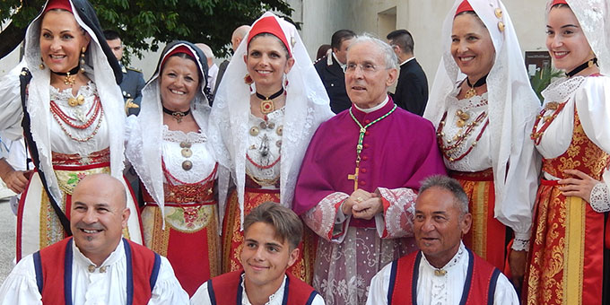 Fototermin mit Erzbischof Sanna (Foto: Wolf)