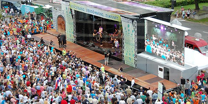 Ein Blick auf die Bühne am Münchner Karlsplatz (Foto: Brehm)
