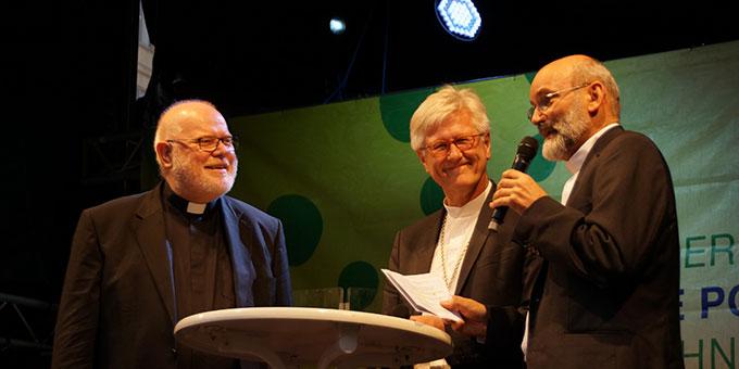 Pater Heinrich Walter, Schönstatt-Bewegung (r), im Gespräch mit Landesbischof Heinrich Bedford-Strohm und Kardinal Reinhard Marx (Foto: Grill)