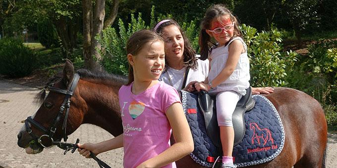 Ponyreiten (Foto: Pilgerzentrale)