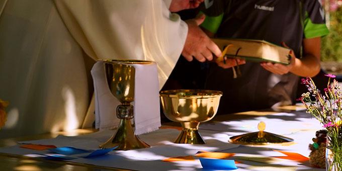 Wie kommen Eucharistiefeier und Leben zusammen? (Foto: Heberling)