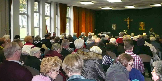 200 Teilnehmer beim Dankgottesdienst im Haus der Begegnung (Foto: Depock)