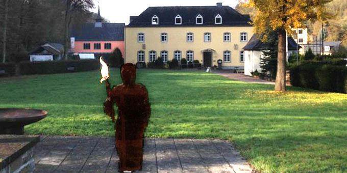 """Fackelläufer """"auf dem Weg"""" zum Urheiligtum (Foto: Geyer)"""