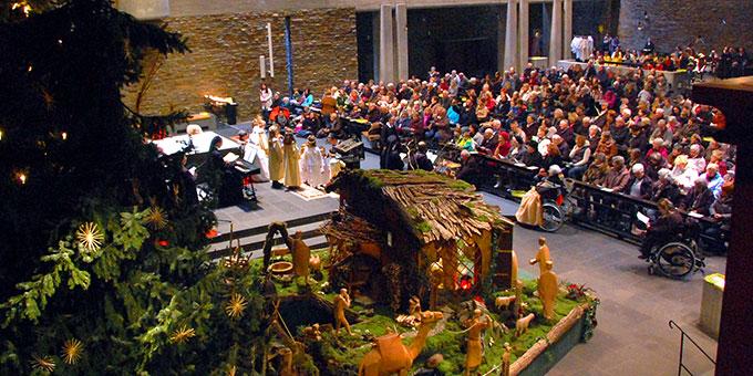 14 Tage lang kamen jeweils um 15 und um 16 Uhr Menschen in die Anbetungskirche (Foto: Brehm)