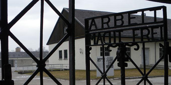 Eingangstor der KZ-Gedenkstätte Dachau (Foto: Grimm)