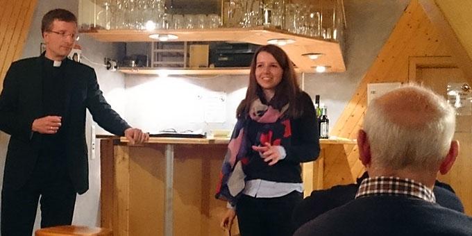 Sarah Huber bei einer Veranstaltung mit Weihbischof Dr. Michael Gerber im Januar 2017 im Schönstatt-Zentrum Marienfried, Oberkirche (Foto: Sch.Z. Oberkirch)