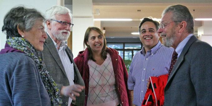 Rosa Maria und Josef Wieland im Gespräch mit Soraya und João und Prof. Beni (Foto: www.famiglienuove.org)