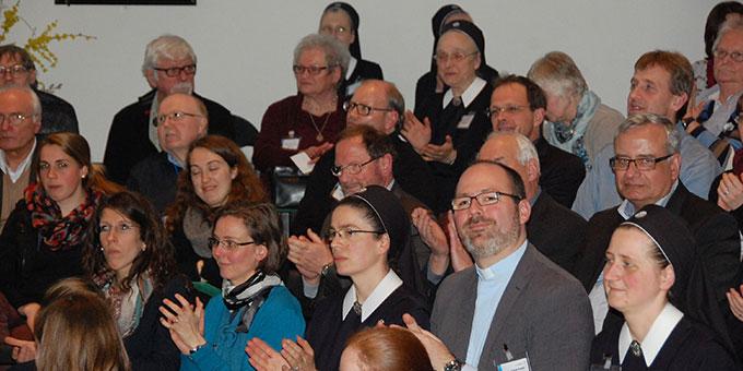 Ein mitgehendes Publikum (Foto: Brehm)