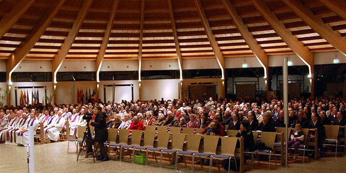 Viele Teilnehmer füllen die Pilgerkirche am 18. März zur Bündnismesse (Foto: Brehm)