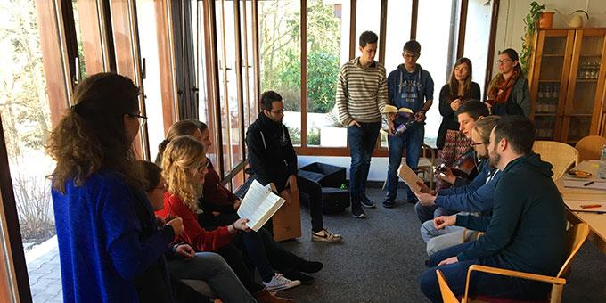 Auch über Lieder lassen sich Zugänge zur Schönstattgeschichte finden (Foto: T.Brehm)