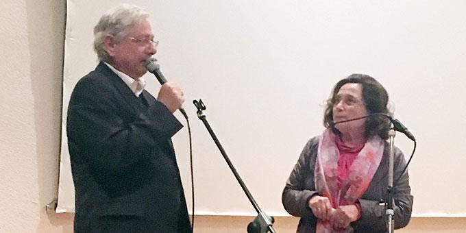 Ehepaar Maria-Theresia und Prof. Dr. Hubertus Brantzen begrüßen die Absolventen (Foto: Michael Defrancesco)