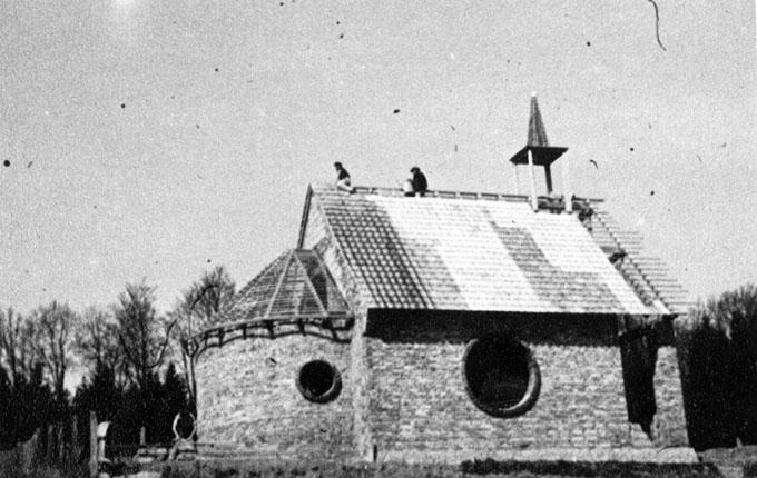 Das Dach wird gedeckt (Foto: Archiv)