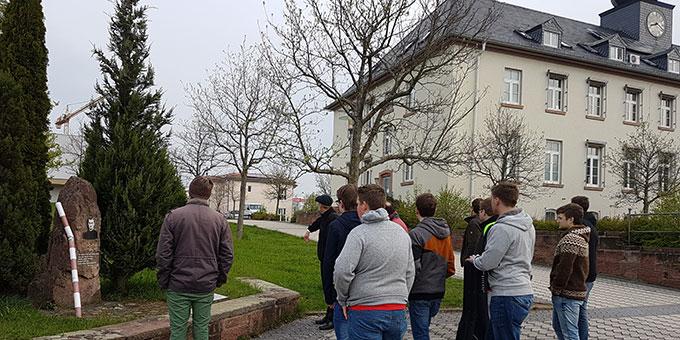 Reinisch-Denkmal auf dem Gelände der früheren Kaserne (Foto: Nicholas Wolf)