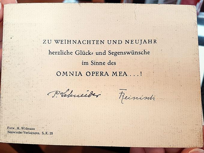 Eine von Franz Reinisch unterschriebene Weihnachtskarte (Foto: Nicholas Wolf)