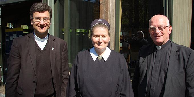 Das neue Leitungsteam: Pater Lothar Herter (l) und Schwester M. Janika Trieb mit dem bisherigen Wallfahrtsleiter Pater Franz Widmaier (Foto: Brehm)