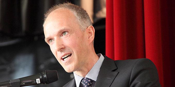 Dr. Klaus Wichterich spricht als Vertreter der Elternschaft (Foto: Schmitz)