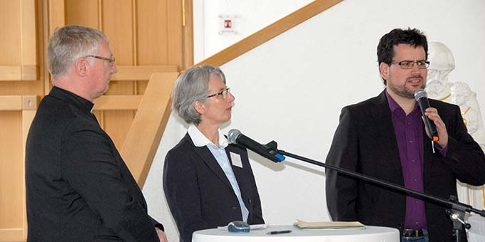 Gespräch: P. Ludwig Güthlein, Sr. M. Vernita Weiß, Pastor Benjamin Römer (r) (Foto: Brehm)