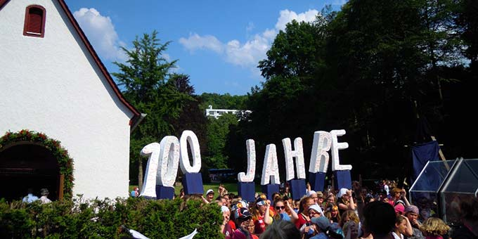 Vor dem Urheiligtum: Jubi-Days 2014 (Foto: MJF)